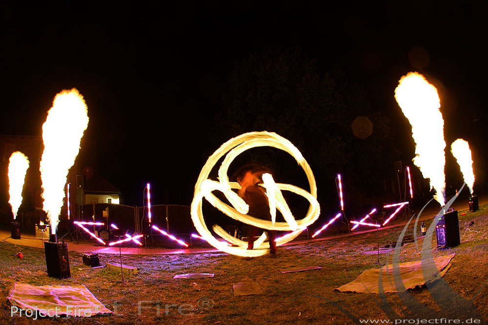 IMG_3067 - Feuerjonglage Flammenshow Feuerspucker Berlin Potsdam Mögelin