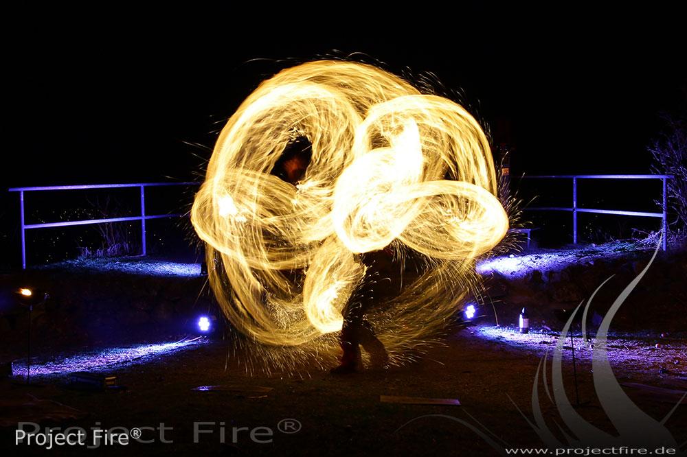 IMG_8180 - Feuershow Berghotel Pöhlberg Feuerjonglage Lichtshow